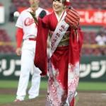 AKB48岩佐美咲さん!振袖姿で国家独唱&始球式♪